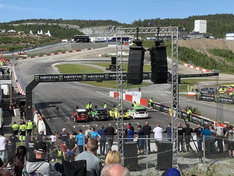 W zawodach WRX samochody startują z jednej linii