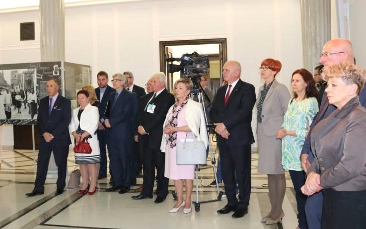 Uroczystszemu otwarciu wystawy przewodniczył Marszałek Sejmu Rzeczypospolitej Polskiej Marek Kuchciński
