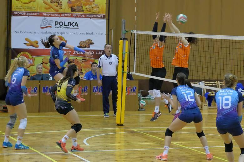 W derbowym meczu 2 ligi siatkarek, zespół San-Pajda Jarosław pokonał Szóstkę Mielec 3:2 (25:18, 25:27, 21:25, 25:18, 16:14).