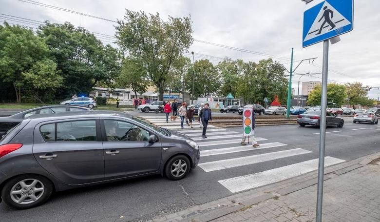 Piesi z pierwszeństwem na pasach. Rząd przyjął zmiany w przepisach o ruchu drogowym