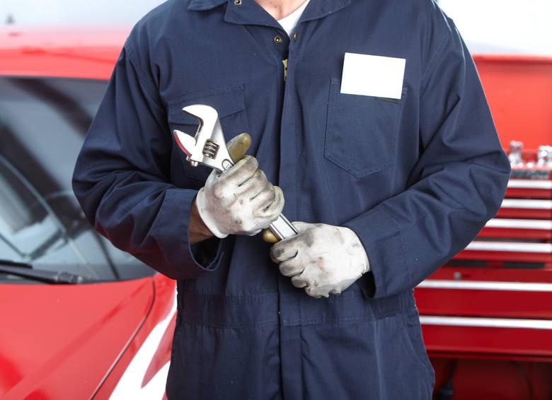 Serwisowanie samochodów w firmie: ASO czy serwis nieautoryzowany? [notka PR]