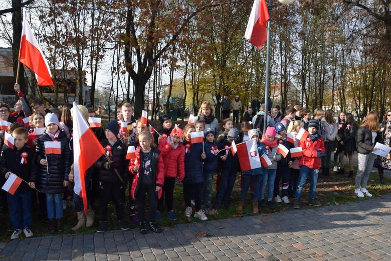 W uroczystości zorganizowanej przez Liceum Ogólnokształcące im. K. K. Baczyńskiego w Nowej Soli z okazji 101. rocznicy odzyskania przez Polskę niepodległości