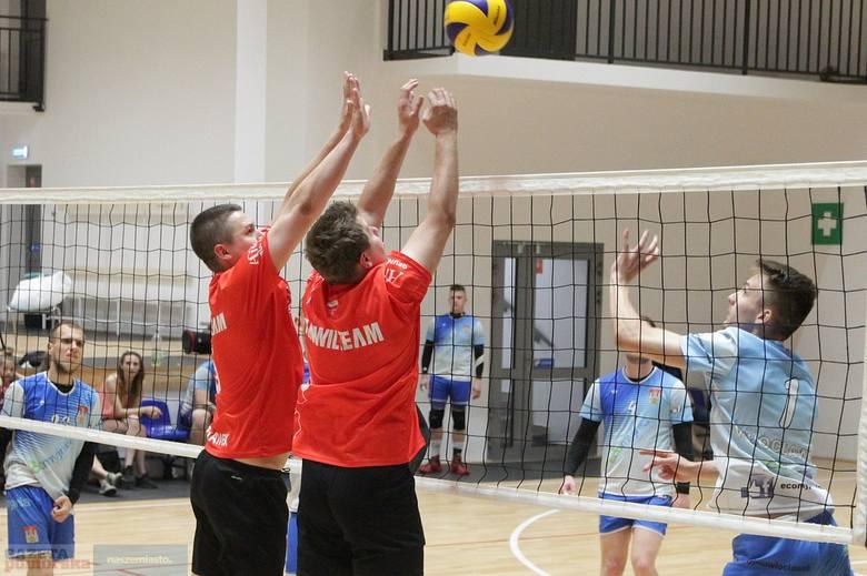 W hali Ośrodka Sportu i Rekreacji we Włocławku w niedzielę podsumowano pierwszy sezon Włocławskiej Branżowej Ligi Siatkówki.W meczu o 3 miejsce lepsza