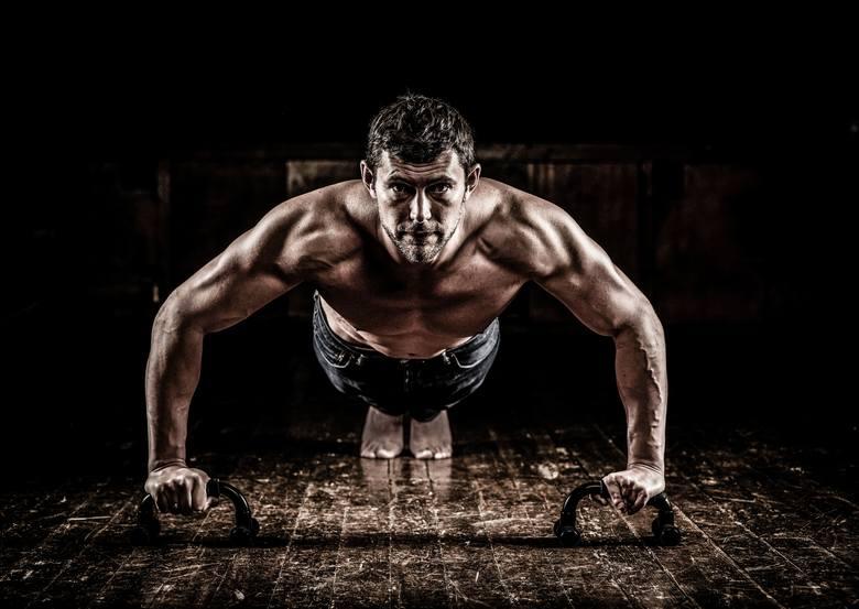 Adam Mituła: Polski biznesmen w Wielkiej Brytanii, który zarabia pieniądze, by realizować marzenia. To modeling i fitness.