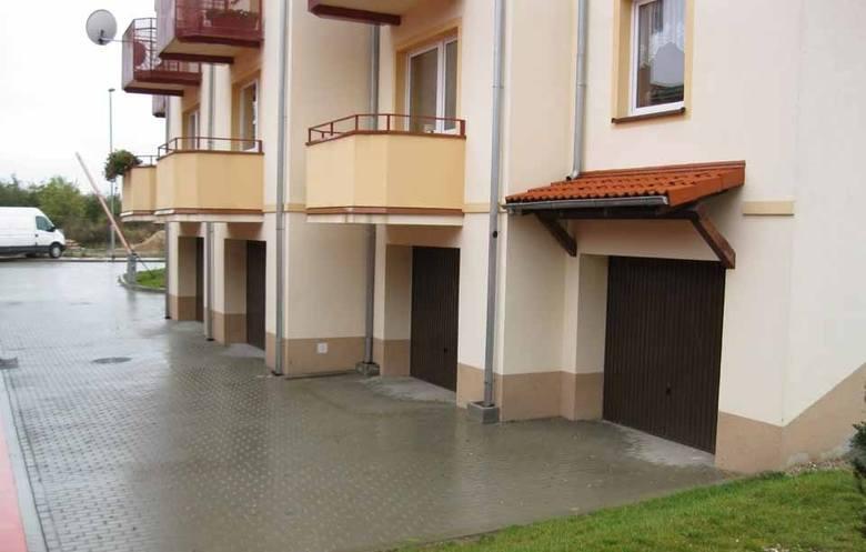 Garaże, miejsca postojowe, działki nad jeziorem, budynki to jedynie cześć oferty Agencji Mienia Wojskowego. Sprawdziliśmy, jakie nieruchomości można