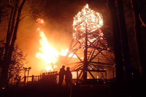Pożar kościoła w Gutach na Zaolziu (fot. www. hzscr.cz)
