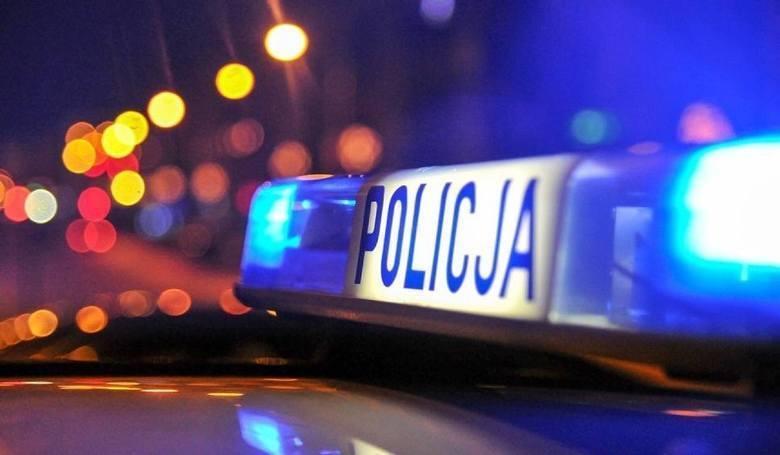 Pijany 17-latek bez prawda jazdy prowadził samochód, w którym było jeszcze sześć osób. W tym uciekinier z ośrodka opiekuńczo-wychowawczego