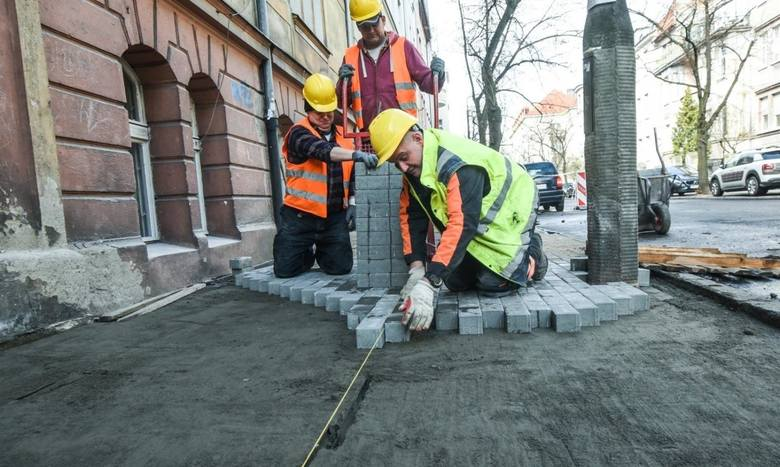 Bydgoszcz w ostatnich tygodniach zamieniła się w wielki plac budowy. Na ulicach naszego miasta oprócz dużych inwestycji, trwają również mniejsze prace.