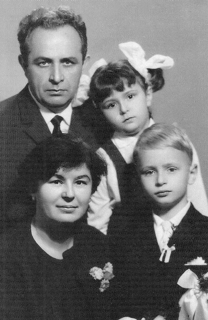 Inż. Jerzy Wadas (1927-1993) z żoną – Elżbietą z Otlików <br /> (1928-2012) oraz dziećmi: Stanisławem i Joanną, Opole 1967.