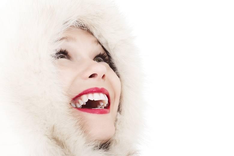 Chcesz mieć olśniewająco białe zęby i czystą cerę? Pomoże... węgiel