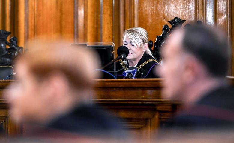 Sędzia Lidia Jedynak zdecydowała, że odczyta wszystkie nazwiska poszkodowanych.