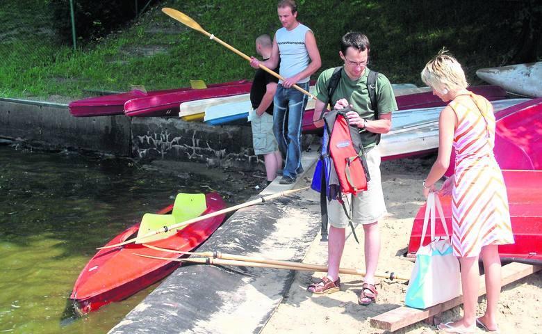 Wypożyczalnie sprzętu wodnego: kajak, rower nad jeziorem bez dowodu osobistego? PRZEPISY i KARY