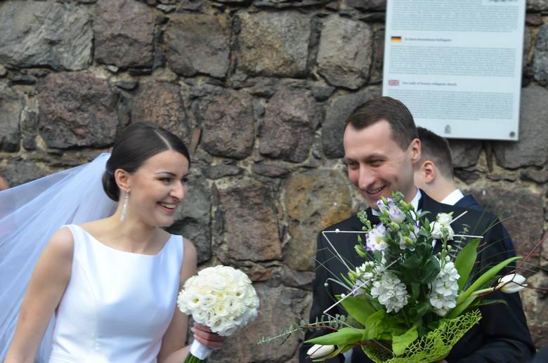 W sobotę 16 kwietnia w kościele kolegiackim w Strzelcach odbył się ślub burmistrza Mateusza Federa i Karoliny Sobierajczyk. Mateusz Feder jest burmistrzem