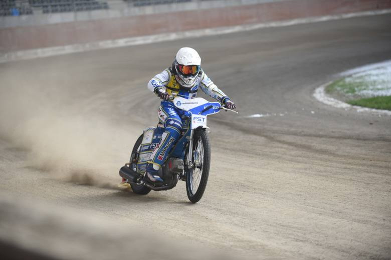 W poniedziałkowe południe na Motoarenie zawarczały żużlowe motocykle. Zawodnicy Get Well Toruń mimo zimowej aury po raz pierwszy w tym roku wyjechali