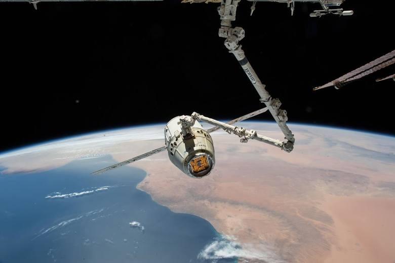 stacja kosmiczna, kosmos, gwiazdy, mars, pluton, ziemia
