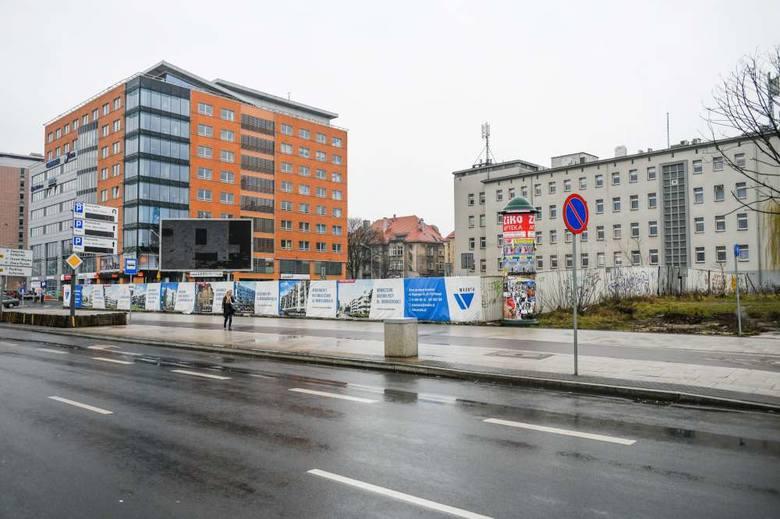 Konkursem został objęty także teren u zbiegu Mickiewicza i Roosevelta, gdzie obecnie funkcjonuje parking dla samochodów