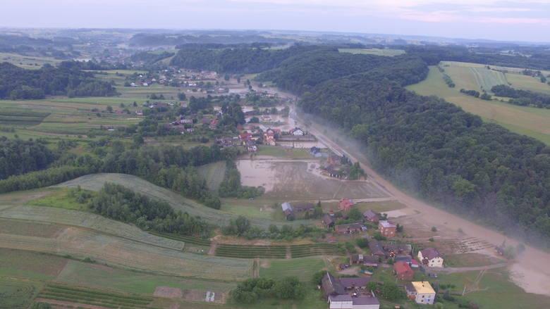 Zalana wieś Wierzchowiska w gminie Modliborzyce w powiecie janowskim