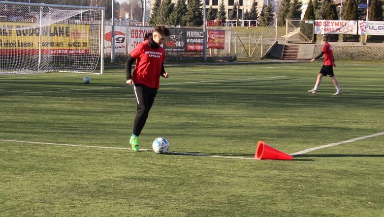 Piłkarki Resovii od poniedziałku do piątku pracują na obozie dochodzeniowym. Trener Paweł Szurgociński testuje jedną zawodniczkę. Ernest Kasia, prezes
