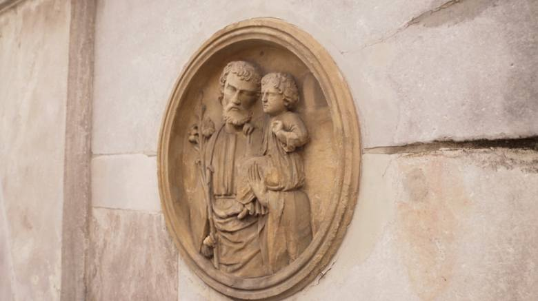 Co znajduje się pod Kolumną Maryjną w Prudniku? [OPOLSKIE NA OKRĄGŁO]