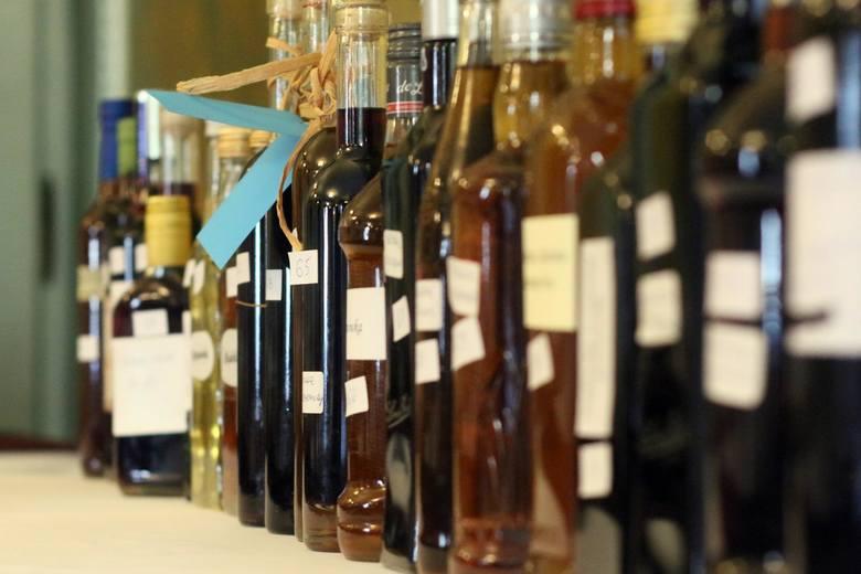 Polacy piją coraz więcej alkoholu. A w których zawodach najwięcej? Zobaczcie, które grupy zawodowe przyznały się do nadużywania alkoholu i jaki to odsetek.