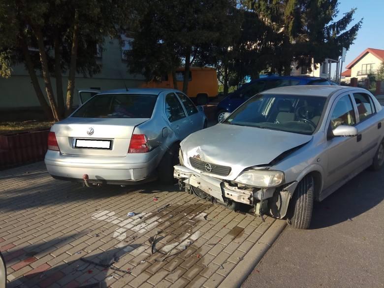 We środę rano (11 września) o godzinie 6.50 36-letni kierowca opla uderzył w trzy samochody, które parkowały niedaleko urzędu gminy w Płużnicy.Jak ustalili