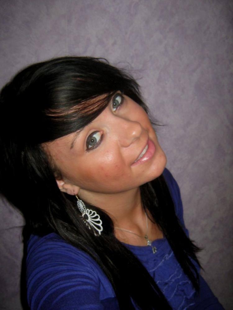 Justyna Klimkowska ma 19 lat. Jak samo o sobie pisze: - Pochodze z Zielonej Góry. Moją pasją jest sport. Kocham zwierzeta ( mam dwa slodkie pieski).