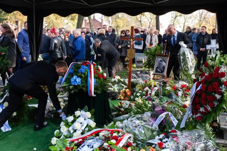 Na Cmentarzu Starofarnym w Bydgoszczy we wtorek (22.10) odbył się pogrzeb Łukasza Chojnackiego - menedżera, współpracownika bydgoskich klubów, działacza