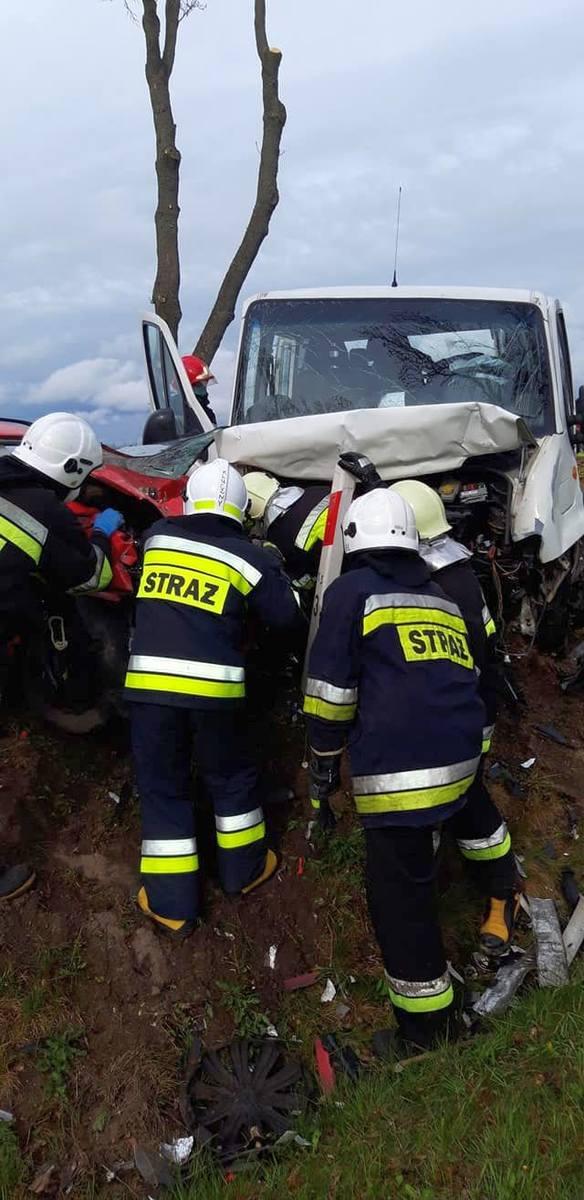 W akcji ratowniczej oprócz trzech ambulansów, śmigłowca LPR i policji brały udział zastępy straży pożarnej z Pajęczna, Dworszowic Kościelnych i Makowisk.