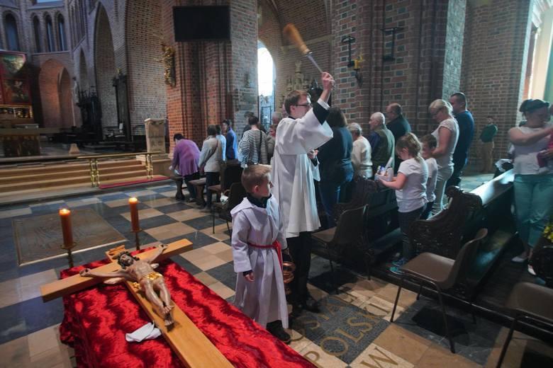 """""""Apelujemy do wszystkich księży proboszczów o bardzo poważne podejście do obowiązujących zasad dotyczących liczby wiernych, którzy w jednym"""