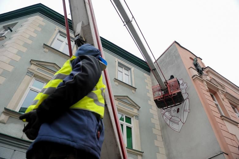 Na ścianie kamienicy Mickiewicza 17 zobaczyć można mural. Nawiązuje on do najlepszych tradycji, z których słynie Przemyśl w Polsce i Europie.Inicjatorem