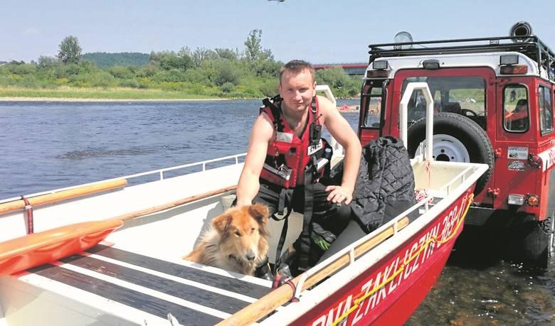 Diana została wciągnięta na łódź strażacką i bezpiecznie przetransportowana na brzeg Dunajca