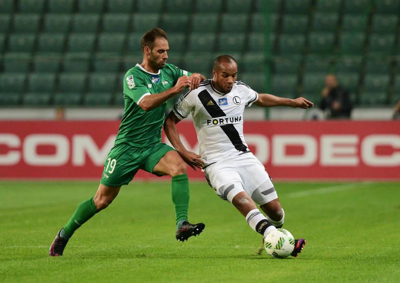 Okienko transferowe trwa w najlepsze, kluby PKO Ekstraklasy starają się wzmocnić na nowy sezon. Nawet przed pandemią większość z nich każdą złotówkę