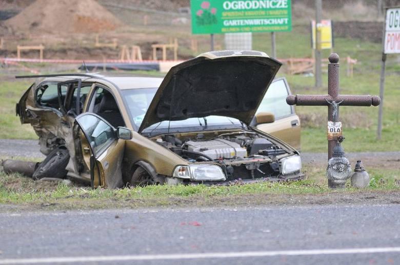 Wypadek w Dąbroszynie. Zderzyły się fiat i volvo (zdjęcia)