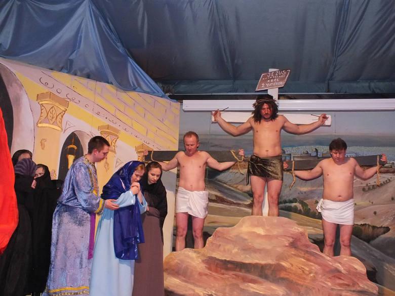 Ukrzyżowanie Jezusa na scenie kałkowskiego teatru amatorskiego