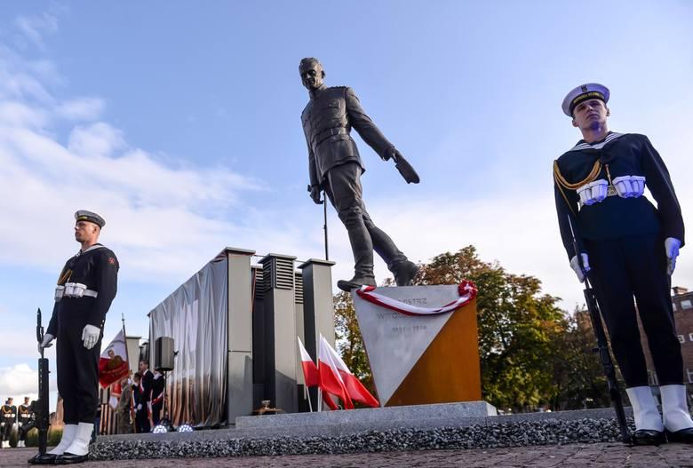 Pomnik rotmistrza Witolda Pileckiego przed Muzeum II Wojny Światowej w Gdańsku