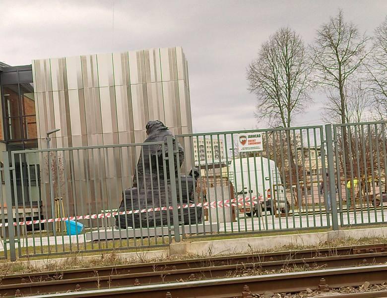 2.04.2020 r. pomnik Matki Sybiraczki został zafoliowany