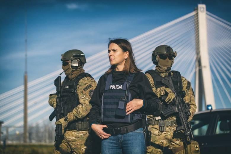 Policjantki można spotkać już w każdym wydziale. Kobiety doskonale sprawdzają się zarówno w służbie prewencyjnej, kryminalnej, jak i logistycznej. Obecnie