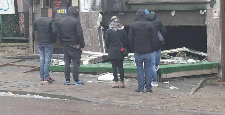 Na czas akcji ulica Ogrodowa była zablokowana. Pożar gasiło w sumie pięć zastępów straży pożarnej.