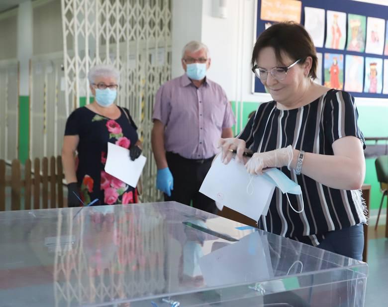 Ewa Kopacz głosowała w lokalu na ulicy Wyścigowej w Radomiu.
