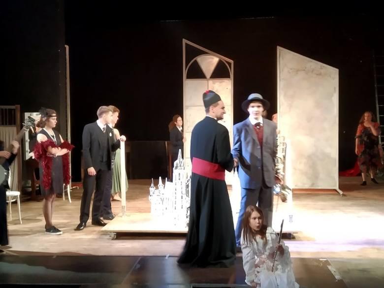 """Spektakl przygotowany w ramach warsztatów """"Lato w Teatrze Bagatela 2019"""""""