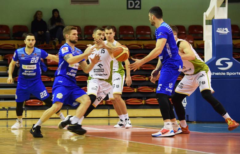 Koszykarze Miasta Szkła Krosno pokonali na swoim parkiecie Energa Kotwicę Kołobrzeg 98:91. Gospodarze w końcówce odrobili kilkunastopunktową stratę.W