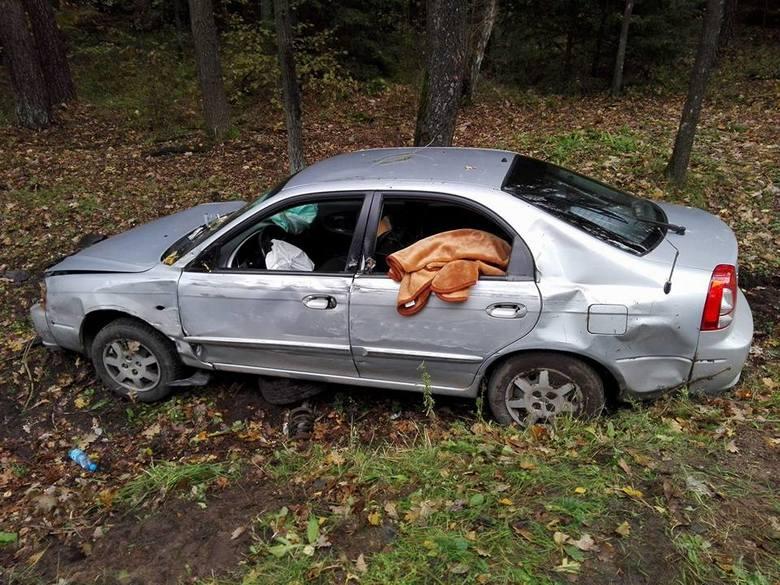 - Podczas manewru wymijania samochodu ciężarowego z autem osobowym na zakręcie drogi z niewyjaśnionych przyczyn doszło do zderzenia bocznego - twierdzą