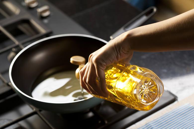 Nawet najzdrowsza dieta uwzględnia czasem dania przygotowane na patelni, ponieważ proces smażenia nadaje jedzeniu pożądane cechy, takie jak chrupkość