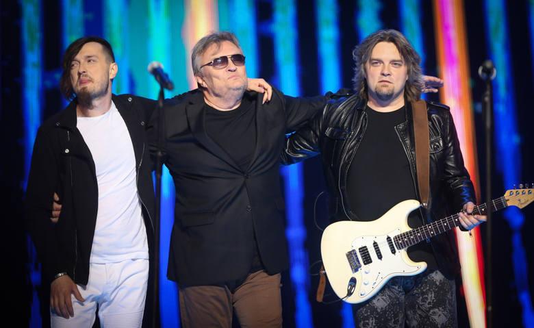 Wojciech, Krzysztof i Piotr Cugowscy są rockmanami. Przyznają, że nie czują, że dzieli ich różnica pokolenia