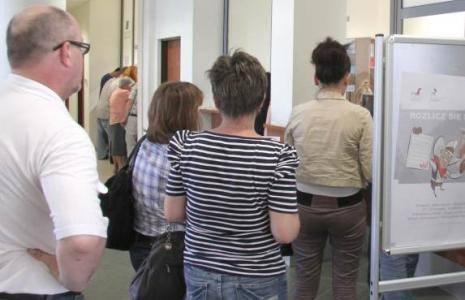 Tłumy w urzędach. Podatnicy masowo poprawiają PIT-y