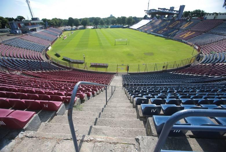 Stadion ma już ponad 100 lat. Nigdy nie był całościowo modernizowany ani remontowany . Mamy drużynę w ekstraklasie, ale nie mamy porządnego obiektu.Czytaj