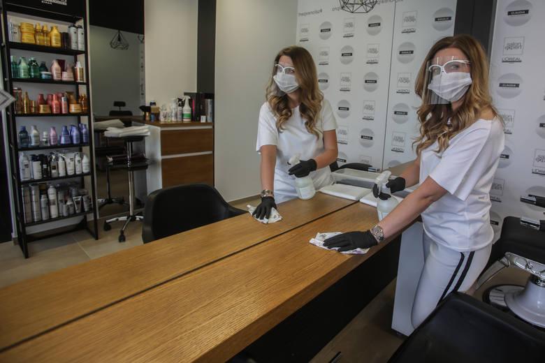 - Salony fryzjerskie i kosmetyczne przygotowały się do otwarcia w poniedziałek 18 maja swoich gabinetów z myślą o bezpieczeństwie pracowników i klientów