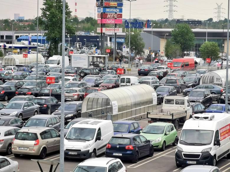 Parking Ikea w Katowicach 4 maja po południu