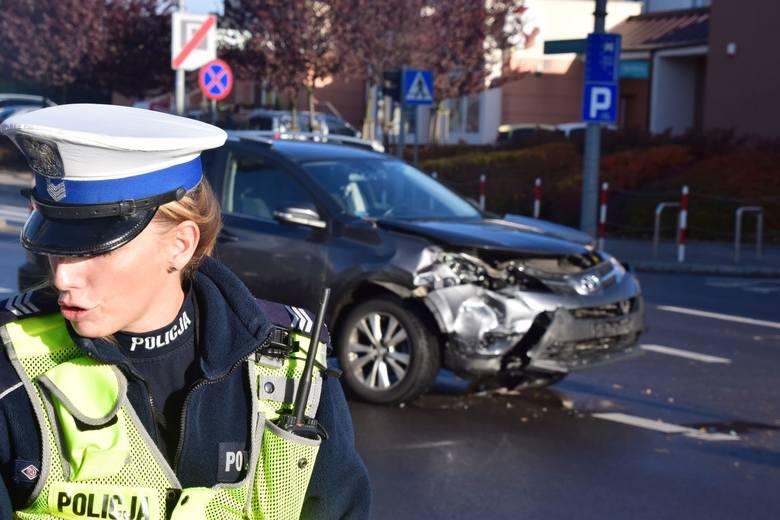 Wypadek przy ulicy Sienkiewicza. Kolizja toyoty i opla