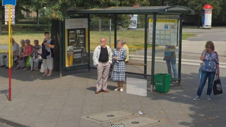 Google Maps dokładnie sfotografował ulice polskich miast. Wśród nich jest Toruń.  Niektóre zdjęcia maja po ładnych kilka lat. Widać na nich ludzi bez